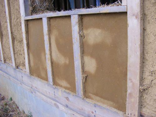Чтобы построить стены дома из глины и соломы достаточно двух слоев штукатурки. .  В некоторых случаях, когда после...